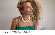 Купить «Attractive blonde tossing her hair», видеоролик № 29685563, снято 7 августа 2013 г. (c) Wavebreak Media / Фотобанк Лори