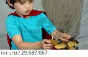 Купить «Little boy playing with a toy plane», видеоролик № 29687067, снято 9 ноября 2015 г. (c) Wavebreak Media / Фотобанк Лори