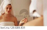Купить «Woman applying mascara on eyelashes in bathroom», видеоролик № 29689431, снято 26 августа 2016 г. (c) Wavebreak Media / Фотобанк Лори