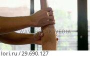 Купить «Woman receiving hand therapy exercises from physiotherapist», видеоролик № 29690127, снято 15 мая 2016 г. (c) Wavebreak Media / Фотобанк Лори