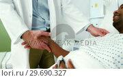 Купить «Doctor shaking hands with patient», видеоролик № 29690327, снято 11 сентября 2016 г. (c) Wavebreak Media / Фотобанк Лори