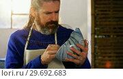 Купить «Male potter painting on bowl», видеоролик № 29692683, снято 26 мая 2016 г. (c) Wavebreak Media / Фотобанк Лори
