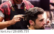 Купить «Man getting his hair trimmed», видеоролик № 29695731, снято 19 сентября 2016 г. (c) Wavebreak Media / Фотобанк Лори