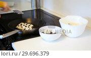 Купить «Mid-section of man mixing dough in bowl», видеоролик № 29696379, снято 16 октября 2016 г. (c) Wavebreak Media / Фотобанк Лори