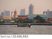 Вечер на реке Чаупхрая. Бангкок, Таиланд (2018 год). Стоковое фото, фотограф Виктор Карасев / Фотобанк Лори