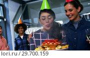 Купить «Happy executives celebrating their colleagues birthday», видеоролик № 29700159, снято 23 ноября 2016 г. (c) Wavebreak Media / Фотобанк Лори