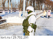 Купить «Unidentified Russian soldier in modern military winter uniform at the street during the city festival», фото № 29702291, снято 27 января 2018 г. (c) FotograFF / Фотобанк Лори