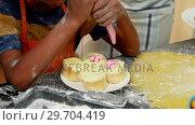 Купить «Mid section of boy preparing cupcake 4k», видеоролик № 29704419, снято 20 марта 2017 г. (c) Wavebreak Media / Фотобанк Лори