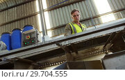 Купить «Worker inspecting olive in machine in factory», видеоролик № 29704555, снято 22 марта 2017 г. (c) Wavebreak Media / Фотобанк Лори