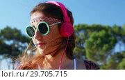 Купить «Woman listening to headphones 4k», видеоролик № 29705715, снято 9 марта 2017 г. (c) Wavebreak Media / Фотобанк Лори