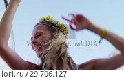 Woman having fun at music festival 4k. Стоковое видео, агентство Wavebreak Media / Фотобанк Лори
