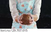 Купить «Woman molding a dough 4k», видеоролик № 29707015, снято 5 мая 2017 г. (c) Wavebreak Media / Фотобанк Лори