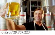 Купить «Close-up of brewer testing beer 4k», видеоролик № 29707223, снято 28 марта 2017 г. (c) Wavebreak Media / Фотобанк Лори