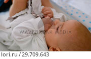 Купить «Young mom applying some cream by her hand on baby in the bedroom 4k», видеоролик № 29709643, снято 8 ноября 2017 г. (c) Wavebreak Media / Фотобанк Лори