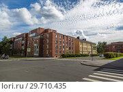 Купить «Перекрёсток на улице Петровской в Кронштадте», фото № 29710435, снято 13 августа 2018 г. (c) V.Ivantsov / Фотобанк Лори
