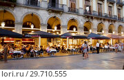Купить «Outdoor restaurants at Placa Reial in summer evening. Barcelona, Catalonia», видеоролик № 29710555, снято 21 августа 2018 г. (c) Яков Филимонов / Фотобанк Лори