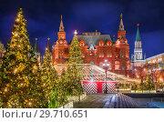 Купить «Новогодние елки на Манежной площади Christmas trees on Manezhnaya Square», фото № 29710651, снято 16 декабря 2018 г. (c) Baturina Yuliya / Фотобанк Лори