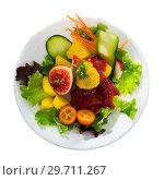 Купить «Salad with tuna, mango and greens», фото № 29711267, снято 20 января 2019 г. (c) Яков Филимонов / Фотобанк Лори