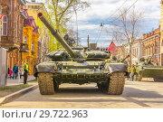 Купить «Russia, Samara, May 2018: Russian main tank T-72B3 with dynamic armor in the city.», фото № 29722963, снято 5 мая 2018 г. (c) Акиньшин Владимир / Фотобанк Лори