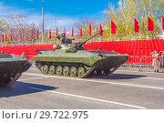 Купить «Russia, Samara, May 2018: Tracked infantry fighting vehicle BMP-2. on the street of the city.», фото № 29722975, снято 5 мая 2018 г. (c) Акиньшин Владимир / Фотобанк Лори