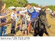 Купить «Russia, Samara, July, 2018: Farewell of the group of dzhigitovki with the audience of the festival.», фото № 29723219, снято 29 июля 2018 г. (c) Акиньшин Владимир / Фотобанк Лори