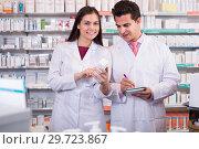 Купить «pharmacists posing in drugstore», фото № 29723867, снято 19 апреля 2019 г. (c) Яков Филимонов / Фотобанк Лори