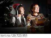 Women watching Christmas tv program. Стоковое фото, фотограф Яков Филимонов / Фотобанк Лори