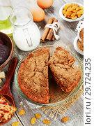 Купить «Свекольный кекс с изюмом», фото № 29724235, снято 5 февраля 2018 г. (c) Надежда Мишкова / Фотобанк Лори