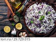 Malfouf Salad, Lebanese Cabbage Slaw in a bowl. Стоковое фото, фотограф Oksana Zh / Фотобанк Лори