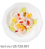 Купить «Shrimp ceviche with lime, tangerine and hot pepper», фото № 29729951, снято 24 января 2019 г. (c) Яков Филимонов / Фотобанк Лори