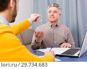 Купить «Mature man and agent occupational lease», фото № 29734683, снято 22 января 2019 г. (c) Яков Филимонов / Фотобанк Лори