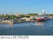 Купить «Круизный паром Viking Grace в порту Турку рядом с Замком Турку, Финляндия», фото № 29735079, снято 31 мая 2018 г. (c) Михаил Марковский / Фотобанк Лори