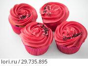 Купить «close up of cupcakes with red buttercream frosting», фото № 29735895, снято 8 февраля 2018 г. (c) Syda Productions / Фотобанк Лори