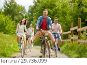 Купить «happy friends riding fixed gear bicycles in summer», фото № 29736099, снято 7 июля 2018 г. (c) Syda Productions / Фотобанк Лори