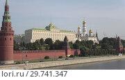 Купить «Вид на Большой кремлевский дворец сентябрьским утром. Московский кремль», видеоролик № 29741347, снято 1 сентября 2018 г. (c) Виктор Карасев / Фотобанк Лори