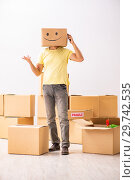 Купить «Happy man with box instead of his head», фото № 29742535, снято 23 июля 2018 г. (c) Elnur / Фотобанк Лори