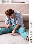 Купить «Young man committing suicide with razor blade», фото № 29743291, снято 25 сентября 2018 г. (c) Elnur / Фотобанк Лори