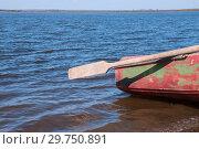 Купить «Paddle on boat on river», фото № 29750891, снято 30 сентября 2018 г. (c) Катерина Белякина / Фотобанк Лори