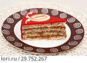 """Кусочек торта """"Москва"""" (2018 год). Редакционное фото, фотограф Dmitry29 / Фотобанк Лори"""