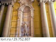 Купить «Скульптура в нише ночью. Государственный Эрмитаж. Санкт-Петербург», эксклюзивное фото № 29752807, снято 19 января 2019 г. (c) Румянцева Наталия / Фотобанк Лори