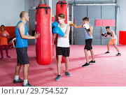 Купить «Teenagersboys posing in fighting stance at boxing gym», фото № 29754527, снято 12 апреля 2017 г. (c) Яков Филимонов / Фотобанк Лори
