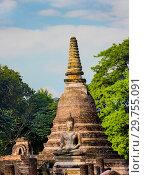 Купить «Старинная пагода и статуя Будды в историческом парке Сукхотай. Таиланд», фото № 29755091, снято 21 января 2019 г. (c) Александр Романов / Фотобанк Лори
