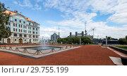 Купить «Фонтан перед Нахимовским военно-морским училищем в Санкт-Петербурге», фото № 29755199, снято 14 августа 2018 г. (c) V.Ivantsov / Фотобанк Лори