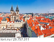 Old town square in Prague with Church of our lady before tyn, Czech Republic (2014 год). Редакционное фото, фотограф Наталья Волкова / Фотобанк Лори