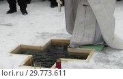 Купить «Освящение воды на местном водохранилище в праздник Крещения», видеоролик № 29773611, снято 19 января 2019 г. (c) Владислав Сабанин / Фотобанк Лори