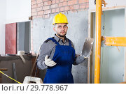Builder ready is plastering the wall. Стоковое фото, фотограф Яков Филимонов / Фотобанк Лори