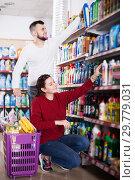 Купить «Couple choose some detergents», фото № 29779031, снято 14 марта 2017 г. (c) Яков Филимонов / Фотобанк Лори