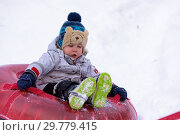 Купить «The kid plays in the winter snow», фото № 29779415, снято 19 января 2019 г. (c) Дмитрий Брусков / Фотобанк Лори