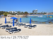 Ayia Napa, Cyprus - November 1. 2018. Sun loungers on Makronissos Beach Resort. Редакционное фото, фотограф Володина Ольга / Фотобанк Лори