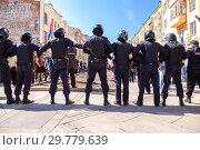 Купить «Police officers block an Leningradskaya street during an opposition protest», фото № 29779639, снято 5 мая 2018 г. (c) FotograFF / Фотобанк Лори